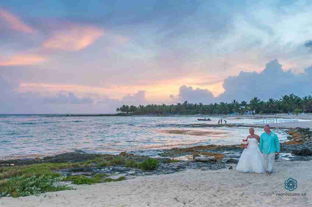 Wedding couple in Paamul playa